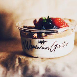 #pannacotta z musem rabarbarowym 👌🏻 Tylko w ten #weekend - #weźnawynos #wemlynie #weznawynos #eattogo #lockdown #dessert #foodporn #foodphotography #foodphoto #instafood #instagood #weekend #wspieramgastro