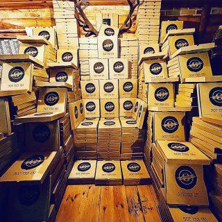 """Często pytacie nas - """"Macie co robić w tym lockdownie?"""" Odpowiadamy : Pewnie! 😂 Gra o tron - wersja pudełkowa 😂 #wemlynie #pizza #pizzabox #gameofthrones #restaurant #restauracja"""