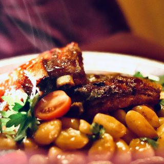 Są! Zgodnie z obietnicą #żeberka #bbq dostępne w ten #weekend - #delikatne , kruche, soczyste mięso w towarzystwie gotowanej kukurydzy i #gnocchi z sosem grzybowym 👌🏻 #wemlynie #bbqribs #ribs #foodporn #foodphotography #foodphoto #instafood #instagood #friday #friyay